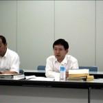 回答するよ吉田義務教育課長(右)