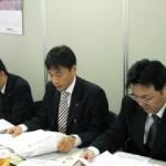 議事の進行を行う宮武全日教連事務局長 (写真中央)