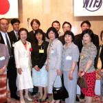 森山真弓元文科相と記念写真(前列左から2番目)