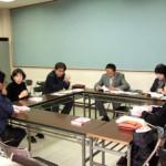 アドバイスする小川培江氏(左から2番目)