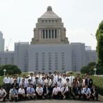 国会議事堂前で記念撮影