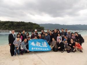 川平湾にて全員で記念写真